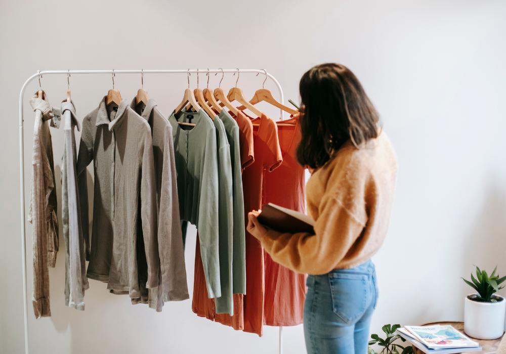 Ako zostaviť kapsulový šatník na celý rok zo základných kusov oblečenia