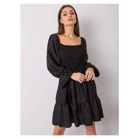Čierne saténové šaty s trojštvrťovým rukávom