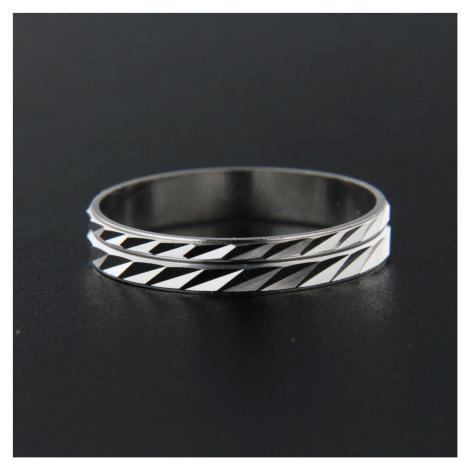 Strieborný prsteň 13840