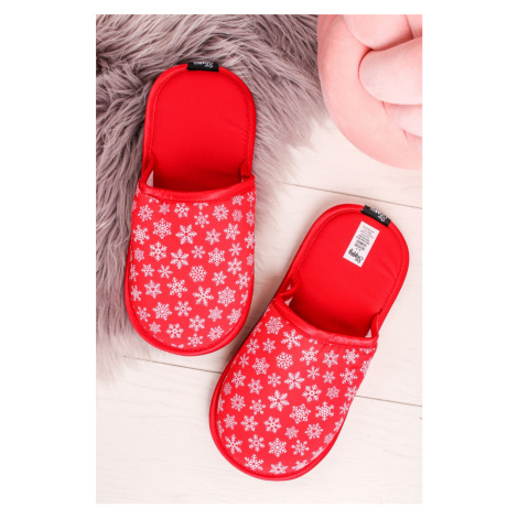 Červené vzorované dámske papuče Red Snowflake Slippsy