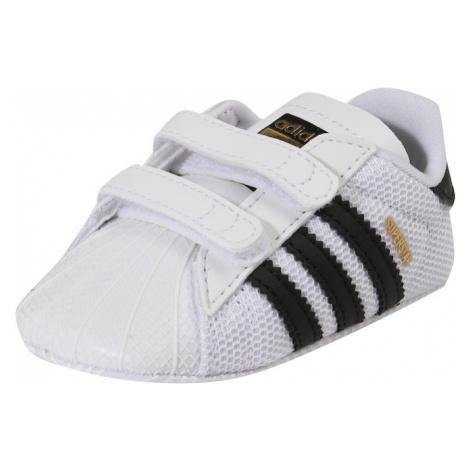 Biele topánky pre dojčatá a batoľatá