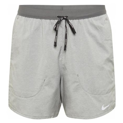 NIKE Športové nohavice 'Flex Stride'  sivá / tmavosivá / biela