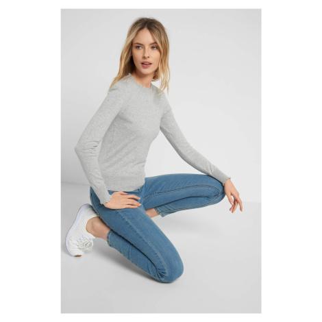 Obtiahnutý sveter v 3D bodkách Orsay
