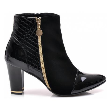 Veľmi krásne čierne členkové topánky CNB