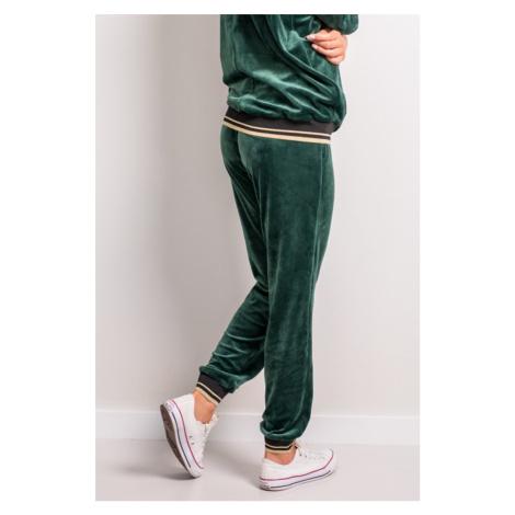 Zelené velúrové teplákové nohavice so zlatým lemovaním 142-03 Bergamo