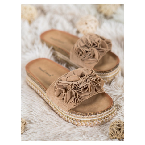 SMALL SWAN SUEDE LACES WITH ORNAMENTS shades of brown and beige