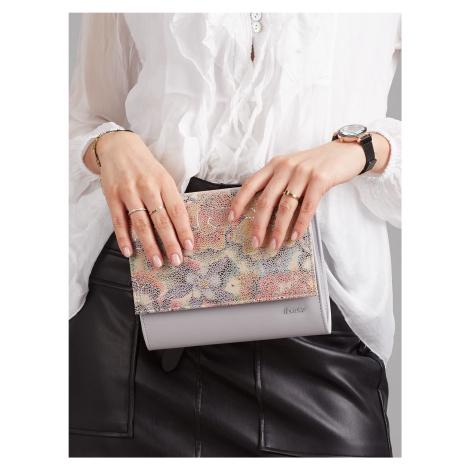 Sivá kabelka s kvetinovým vzorom