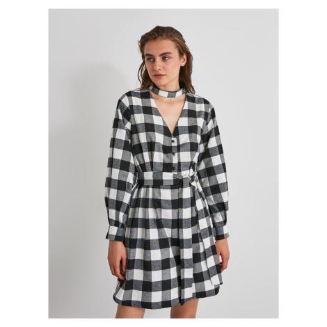 Bielo-čierne kockované košeľové šaty Trendyol