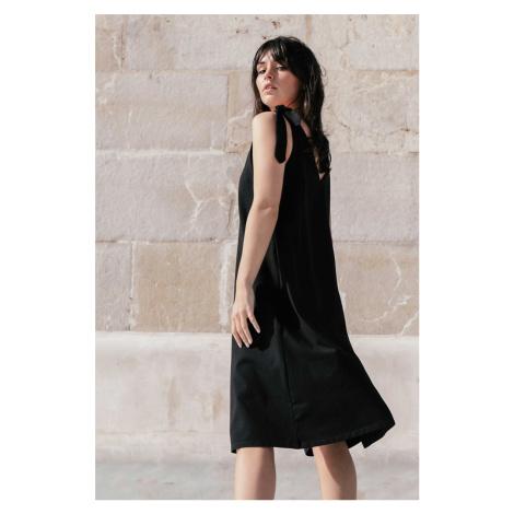 Čierne šaty B148
