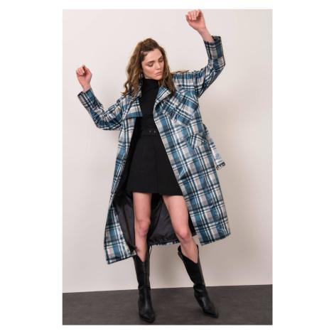 Dámsky dlhý kockovaný kabát