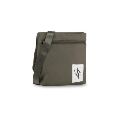 Calvin Klein Jeans Ľadvinka Sport Essentials Micro Flat Pack K50K505256 Zelená