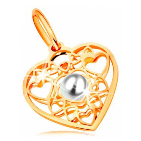 Prívesok v žltom zlate 585 - srdce zdobené obrysmi srdiečok a bielou perlou v strede
