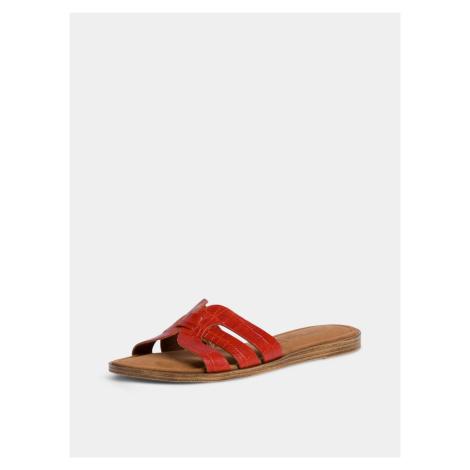 Červené kožené šľapky s krokodílím vzorom Tamaris