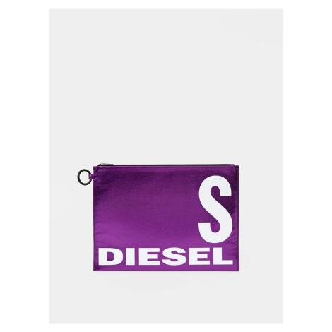 Fialové lesklé lístoček s nápisom Diesel