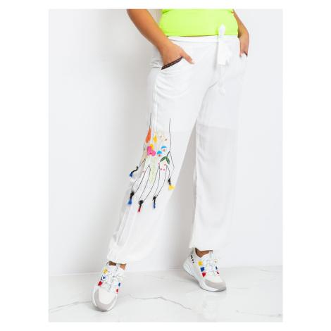 Biele bavlnené nohavice s výšivkou