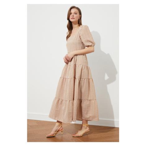 Šaty s krátkym rukávom Trendyol