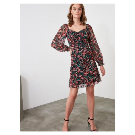 Trendyol čierne kvetované šaty