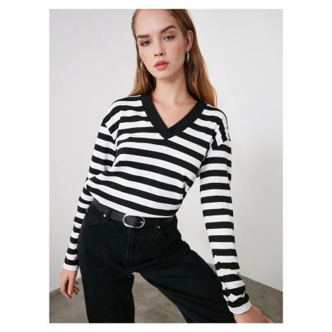 Bielo-čierne dámske pruhované tričko Trendyol
