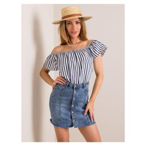 Krátka rifľová sukňa s gombíkmi vpredu
