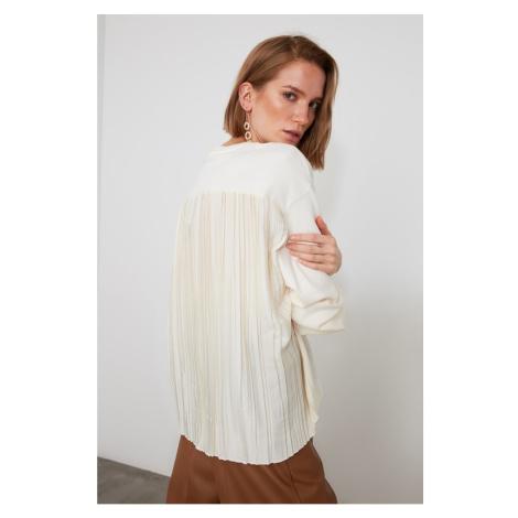 Trendyol Ekru Piliseli Back Detailed Knitted Blouse