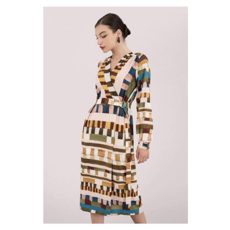 Zavinovacie šaty s geometrickým vzorom Closet