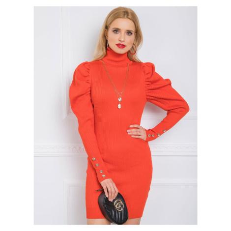 Oranžové šaty s nariasenými rukávmi
