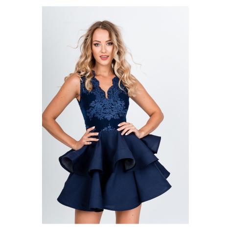 Tmavomodré spoločenské šaty s volánovou sukňou