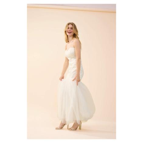 Svadobné šaty s výšivkou Orsay