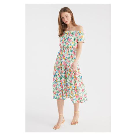 Šaty bez ramienok Trendyol