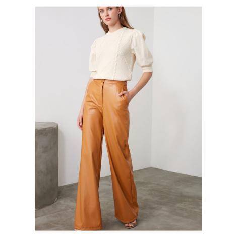 Horčicové dámske koženkové široké nohavice Trendyol