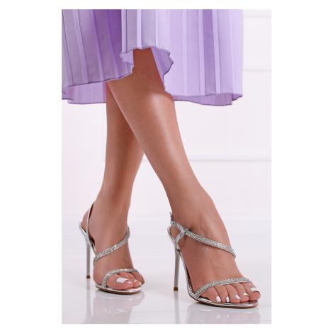 Strieborné sandále na tenkom podpätku Trix