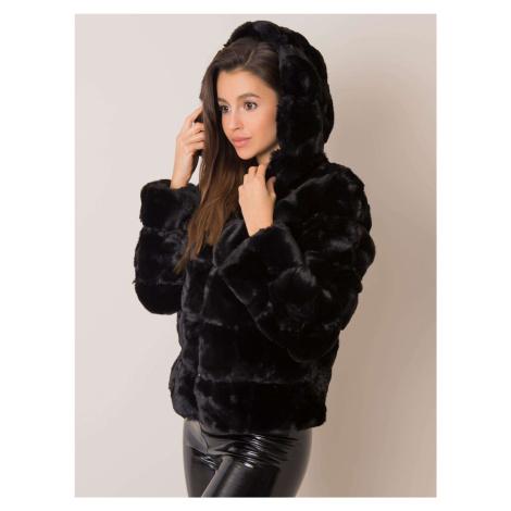 Čierna kožušinová bunda s kapucňou