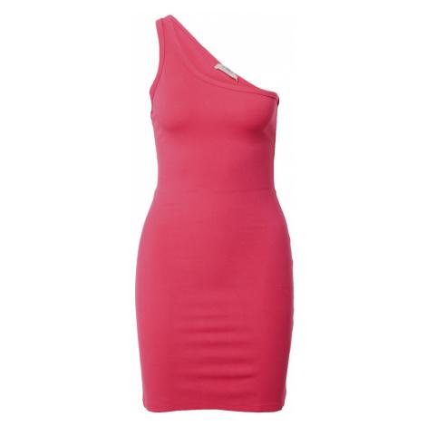Ružové šaty na jedno rameno