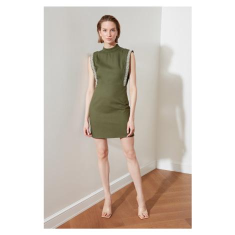 Šaty bez rukávov Trendyol