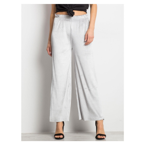 Pleated gray trousers