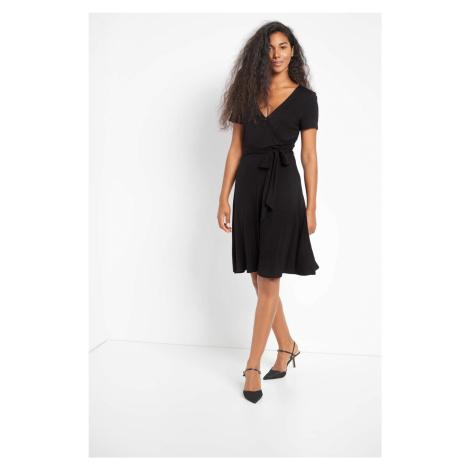 Úpletové šaty s opaskom Orsay