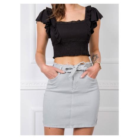 Svetlošedá džínsová sukňa s opaskom