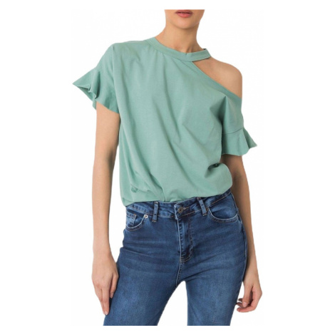 Zelené tričko s odhaleným ramenom
