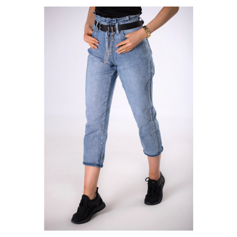 mom jeans with a belt