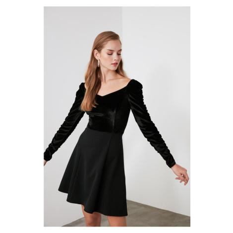 Trendyol Black Sleeves Shrapnel Velvet Dress