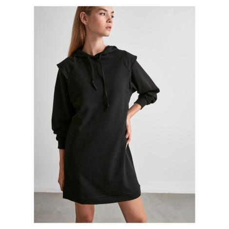 Čierne mikinové šaty s kapucou Trendyol