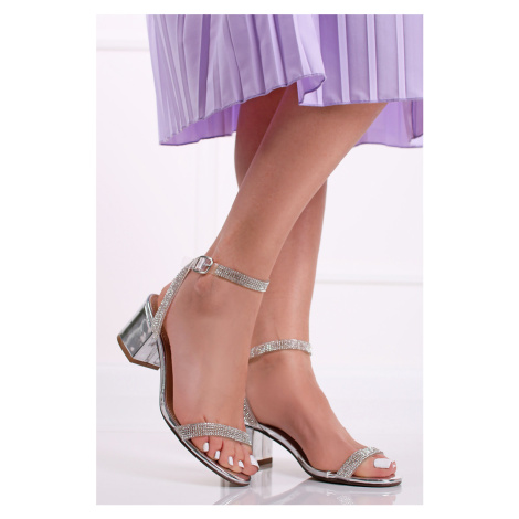 Strieborné sandále na hrubom podpätku Hallie