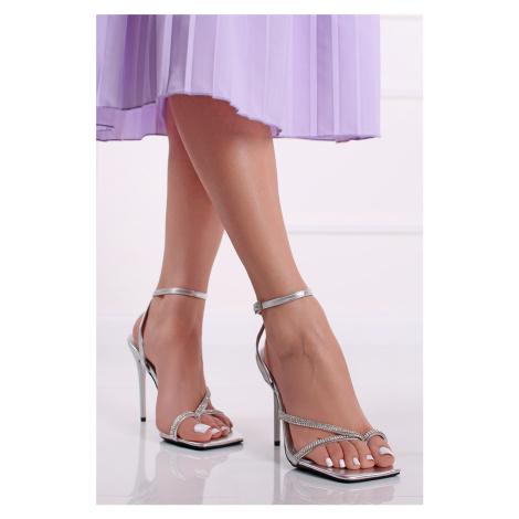 Strieborné sandále na tenkom podpätku Pilar