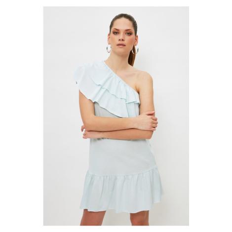 Šaty na jedno rameno Trendyol