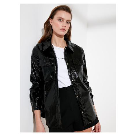 Čierna lesklá bunda s vreckami Trendyol