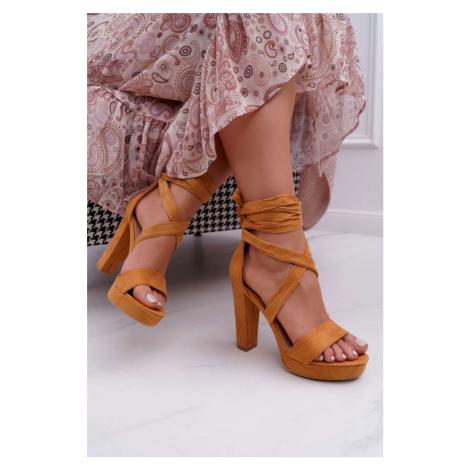 Dámske semišové sandále v hnedo-béžovej farbe s viazaním okolo členku