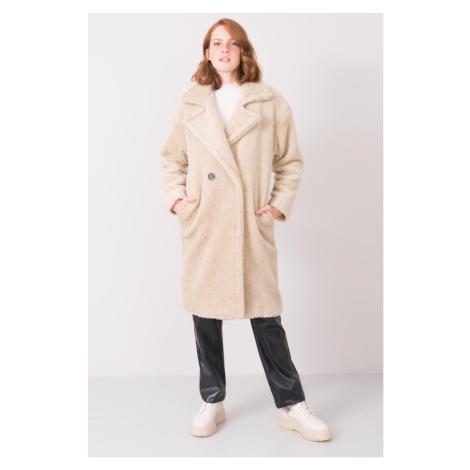 Svetlobéžový kabát z eko kožušiny